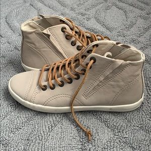 Vagabond hi top shoes in nubuck